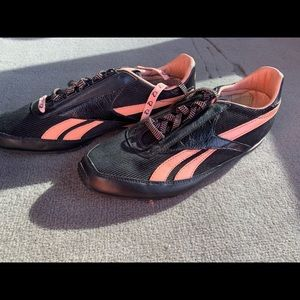 Reebok pink and black shoes 7.5